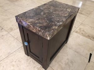 Side / end table for Sale in Phoenix, AZ