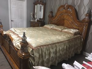 Cal - King bedroom set by Michael Amini Venetian ( 5 big pieces) very good condition for Sale in Los Angeles, CA