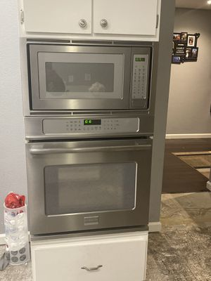 "Frigidaire ""Professional"" Model Wall In Oven And Microwave for Sale in Antioch, CA"