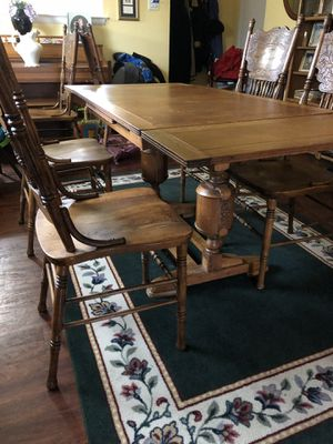Antique Dining table that extends and breaks down with a centerpiece and four chairs for Sale in Dallas, TX