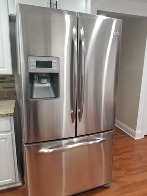 GE FRENCH DOORS REFRIGERATOR for Sale in Columbia, MD