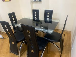 Modern glass dining table with 6 chairs (extends) for Sale in Queens, NY