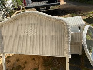 White wicker dresser set with mirror for Sale in Columbia, SC