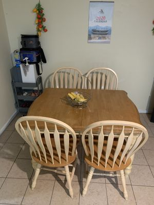 Dining table with 4 chairs for Sale in Stone Mountain, GA