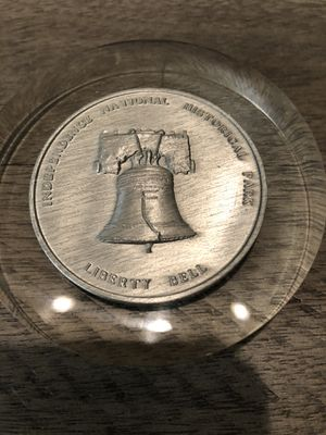 Collectible Bicentennial coin paperweight for Sale in La Quinta, CA