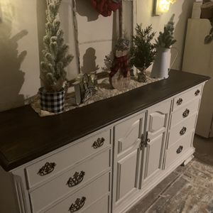 Elegant Dresser Credenza Or Buffet Refurbished Please Read Post Below Thanks 😊 for Sale in Madera, CA