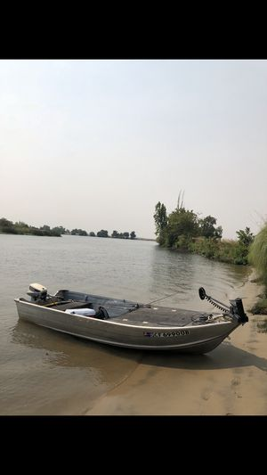 14 ft aluminum bass boat for Sale in Stockton, CA