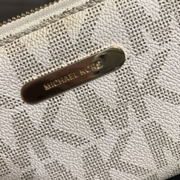 MICHEAL KORS WALLET (PERFECT CONDITION)