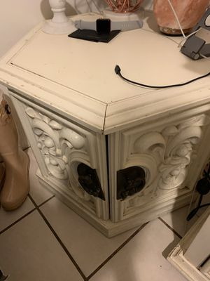 Side table for Sale in Hesperia, CA