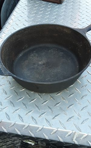 "10 1/2"" cast iron 3"" deep pan for Sale in Fountain Hills, AZ"