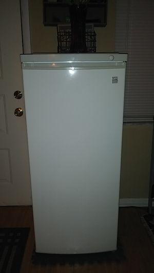 Kenmore 4.2 cubic ft. Standing Deepfreezer for Sale in Cypress Gardens, FL
