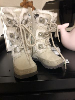 Snow Boots for kids/ Zapatos para la nieve for Sale in Hialeah, FL