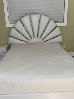 Queen Bed For Sale for Sale in Damascus,  OR