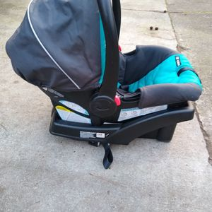 Graco SnugRide 30 Teal Charcoal Gray 2017 Infant Car seat W Base for Sale in Alpharetta, GA