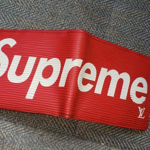 Supreme LV Wallet for Sale in Clackamas, OR