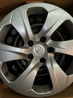 2021 TOYOTA WHEELS AND COVERS for Sale in Mount Prospect,  IL