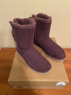 UGG purple boot - size 8 for Sale in Vineyard, UT