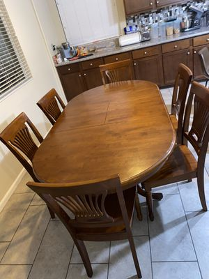 6 Seated Dining Table (extendable) for Sale in Lake Elsinore, CA