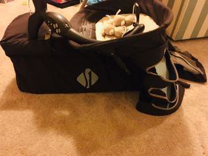 Pack and play with storage and laundry bag attached for Sale in Olney, MD