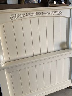 Twin Bed- Headboard, Footboard, Side rails- Cottage White With Carved Details for Sale in Oregon City,  OR