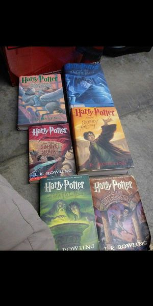 Harry potter books 6 in total no deliever for Sale in Whittier, CA