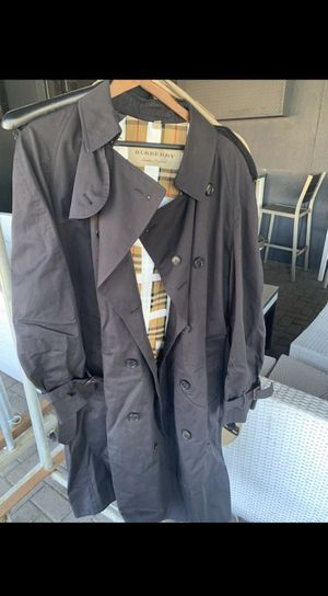 Burberry trench coat for Sale in Beverly Hills, CA