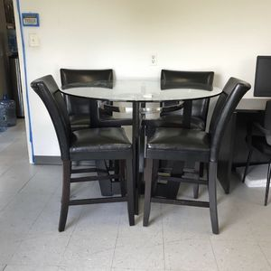 Modern Bar Top Table and Leather Stools for Sale in Fairview, NJ