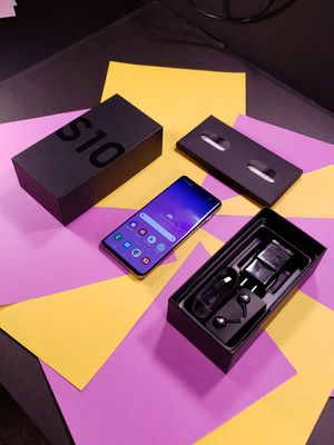 Samsung Galaxy S10 With Box and Accessories Unlocked Phone Screen is like a jewel! for Sale in Dallas, TX