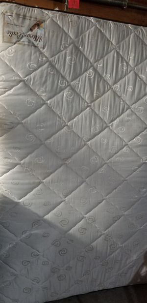 Queen mattress and Boxspring for Sale in Hemet, CA