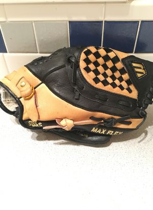 Mizuno 10.75 inch leather baseball glove for Sale in Portland, OR