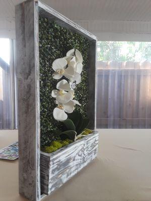 Se puede hacer de cualquier tamaño y cualquier color la orquídea también puede llevar luces for Sale in Miami, FL