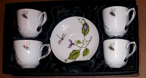 Gorgeous Authentic Quality I. Godinger & Co Jardin Butterfly Garden Set Of Four Tea cup & Saucer, Emerald Satin Lined Open Box, 24K Gold Trim Detail,