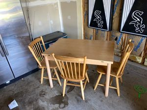 Free table and chairs pickup in Plainfield for Sale in Plainfield, IL