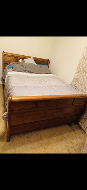 QUEEN BED SET (3piece) for Sale in Murfreesboro, TN