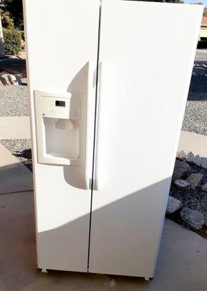 GE Reftigerator for Sale in Hemet, CA