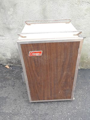 Large coleman cooler for Sale in Finleyville, PA