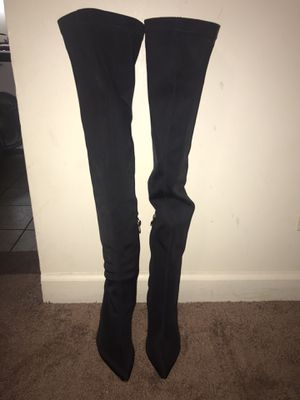 PrettyLittleThing Thigh high boots for Sale in Chicago, IL