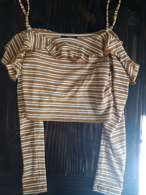 Forever 21 off the shoulder top for Sale in Barstow, CA