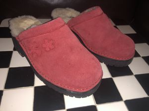 Ugg flower clogs 5309 size 5 for Sale in Dublin, OH