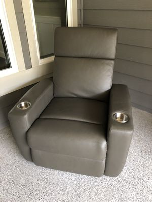 Grey leather recliner for Sale in Snohomish, WA