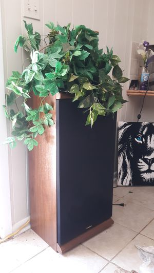 2 large speakers Fisher for Sale in Alexandria, LA