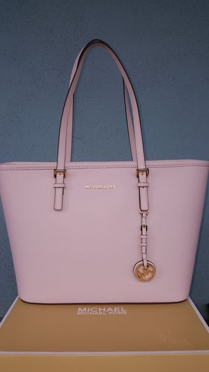 New Authentic Michael Kors Medium Baby Pink Tote 🌸🌸🌸🌸 for Sale in Montebello, CA