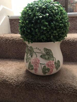 Vase/ round ball flower for Sale in Bainbridge, PA