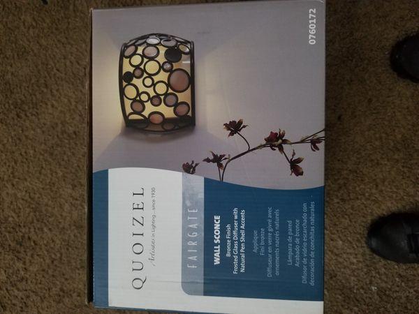 Quoizel wall light fixture