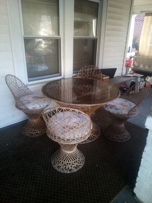 Super nice sunroom dinnette set! Very good condition! for Sale in High Point, NC