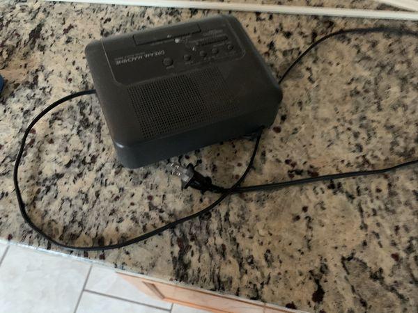 Price Reduced- Electric Alarm Digital Clock with AM FM Radio