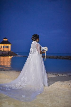 Gorgeous Wedding dress with Cathedral Train size 18 for Sale in Blackwood, NJ