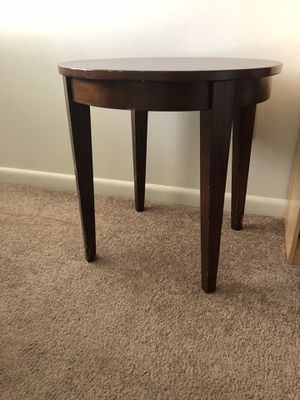 Wooden side table. Round. for Sale in Kingsport, TN
