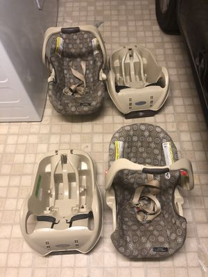 Two Graco Infant car seats with base for Sale in Los Alamitos, CA