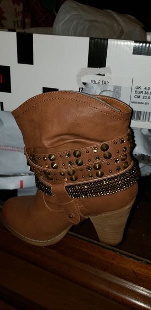 Girl boots sz 6 for Sale in Memphis, TN
